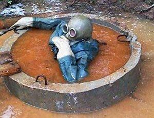 По тротуарам Алушты потекли канализационные реки (ФОТО)