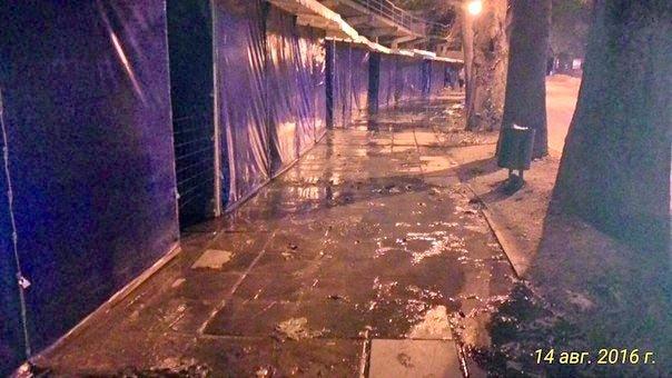 Новый Регион: По тротуарам Алушты потекли канализационные реки (ФОТО)